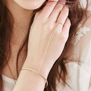 Jewelry - 🔴FREE GIFT🔴Hand Chain with Ring and Bracelet